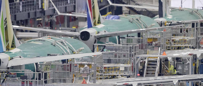 La production du 737 MAX a ete suspendue.