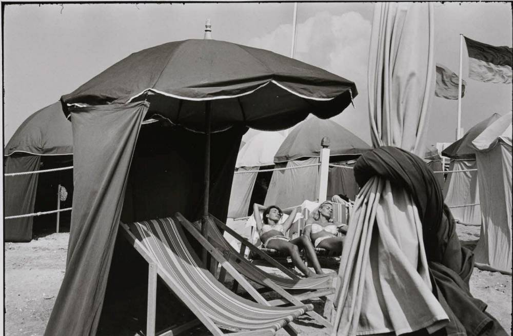Photo, plage, expo ©  @bruno Barbey