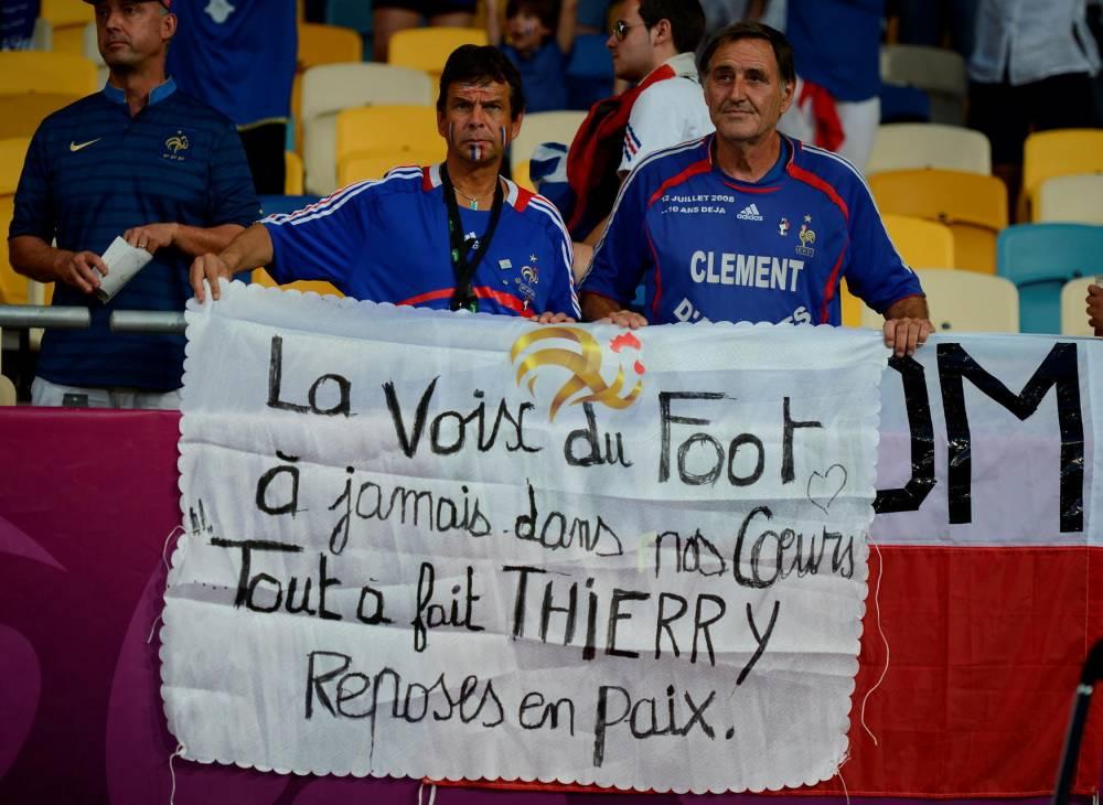 Thierry Roland, fans, mort, ©  JEFF PACHOUD / AFP