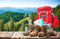 Sac a dos et chaussures de trekking (photo d'illustration)