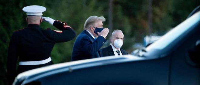 Donald Trump a son arrivee  Walter Reed Medical Center , le 2 octobre, apres avoir ete teste positif au Covid-19.