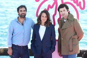 De gauche à droite : Grégory Montel, Camille Cottin et Nicolas Maury à l'affiche de la saison 4 de Dix pour centsur France 2.