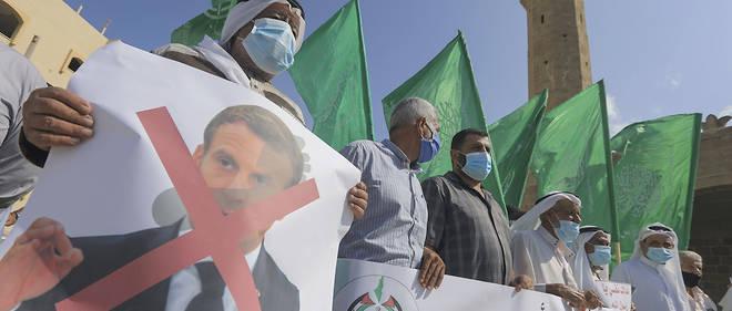 Des manifestants palestiniens protestent contre la publication de caricatures de Mahomet, le 25 octobre dans la bande de Gaza