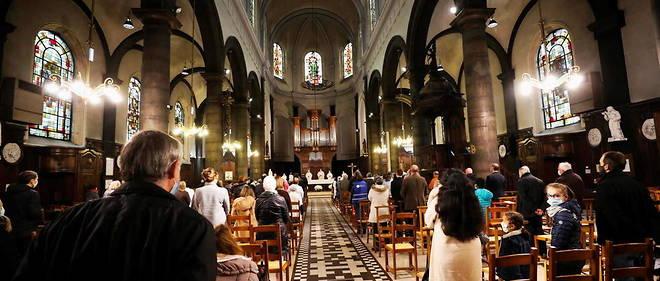 Les nouvelles mesures de confinement interdisent aux catholiques de se rendre a la messe.