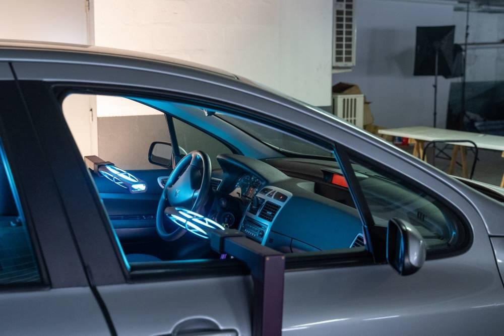 Covid-19 : deux minutes pour désinfecter une voiture aux UV 2