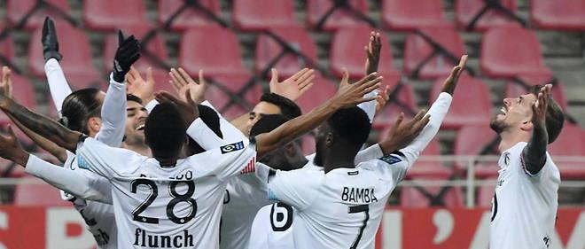 Ligue 1 Lille Reste En Tete Le Psg Bat Lorient Le Point