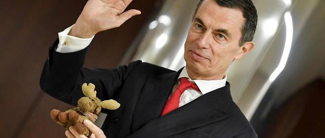 Il francese Jean-Pierre Mostier e l'amuleto di peluche Elkette lasceranno la banca italiana UniCredit.