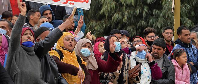 Dix ans apres sa revolution, la Tunisie a vu sa democratie avancer. Quant a son economie, elle n'a pas regle les problemes structurels qui la rongeaient.