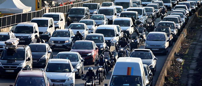 A Paris, en 2020, l'indice de congestion (temps de deplacement supplementaire) a chute a 32 % en raison des restrictions liees au coronavirus.