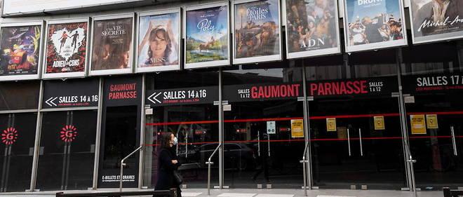 Un cinema ferme a Paris, en novembre 2020. Pour le gouvernement, l'adoption de jauges et de precautions adaptees aux lieux de culture ne semble pas pertinente.