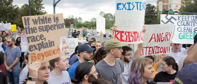 Manifestation contre le nationalisme blanc a l'universite de Floride, a Gainesville, le 19 octobre 2017.