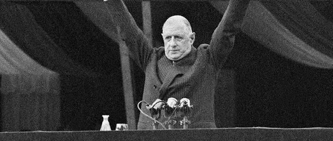 Le general de Gaulle, le 4 septembre 1958, place de la Republique a Paris, ou il incitera les Francais a voter oui au referendum du 28 septembre. Referendum qui donnera naissance a la Ve Republique.