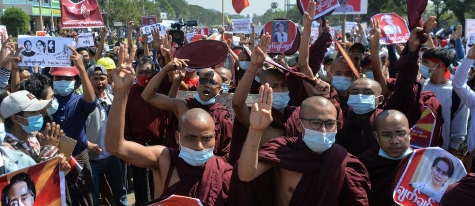 Birmanie: la mobilisation s'intensifie, tout comme la pression sur la junte