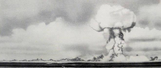 Photo d'une explosion atomique dans l'atoll Bikini en 1946.
