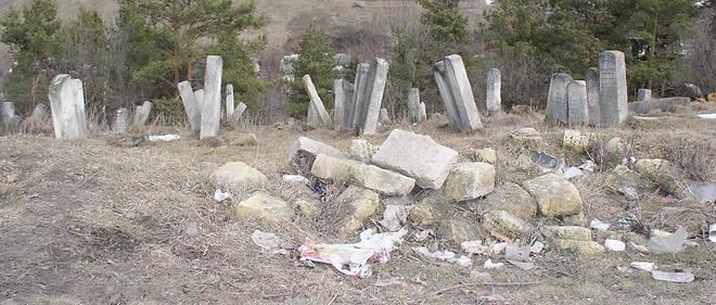 Du passe juif de Buczacz ne demeurent aujourd'hui que quelques photos jaunies et des dizaines de tombes a la sortie de la ville.