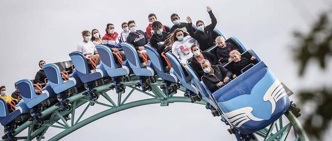 En 2020, les parcs d'attractions avaient pu ouvrir avec du retard en juin et avec des protocoles sanitaires comme le port du masque dans les attractions.