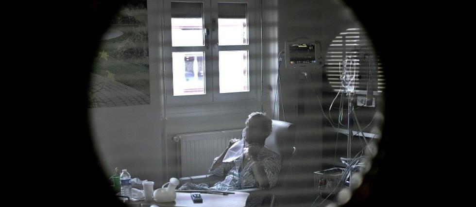 Covid-19 en France: la pression s'accentue sur l'executif face a la flambee epidemique