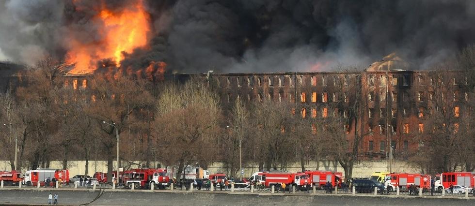 Russie: gigantesque incendie d'une fabrique historique de Saint-Petersbourg