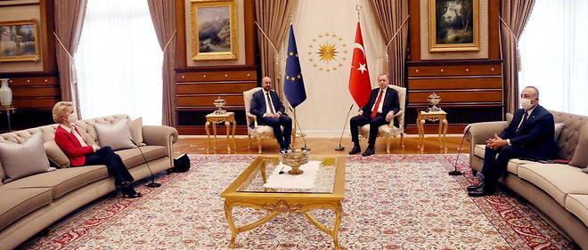 Le president turc, Recep Tayyip Erdogan recoit le president du Conseil europeen, Charles Michel, et la presidente de la Commission europeenne, Ursula von der Leyen, le 6 avril a Ankara.
