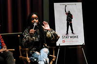« Stay woke » (« Restez alerte » ou « Faites gaffe ») : une projection du mouvement Black Lives Matter en 2016 à New York.