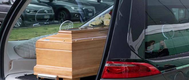 A Roma è possibile ottenere un'autorizzazione alla cremazione tra i 30 ei 40 giorni.
