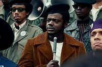 Daniel Kaluuya, oscarisé pour son rôle de Fred Hampton, le leader des Black Panthers de Chicago  dans « Judas and the Black Messiah », de Shaka King.