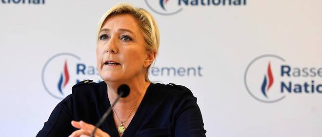 Marine Le Pen a loue les qualites de Napoleon Bonaparte dans une tribune.