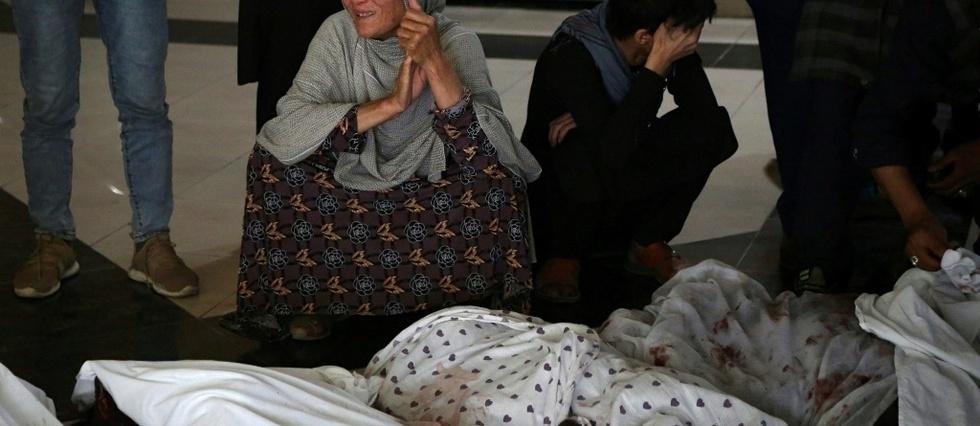 Une explosion devant une ecole pour filles fait au moins 30 morts a Kaboul