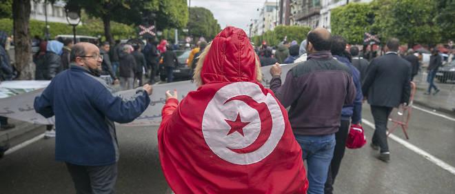 Langkah-langkah yang diambil Tunisia sejak 2020 untuk menangani pandemi Covid-19 memiliki konsekuensi sosial yang serius di negara yang telah berjuang secara ekonomi.