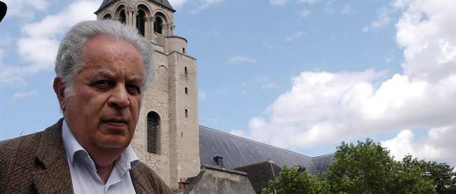 Raphael Sorin a travaille dans plusieurs grandes maisons d'edition, comme Le Seuil, Albin Michel, Flammarion ou encore Fayard, avant de rejoindre Ring, qui a publie plusieurs auteurs controverses.