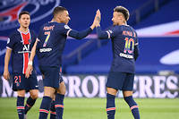 Bourreau (4-0) de Reims, le Paris Saint-Germain conserve ses chances de titre.