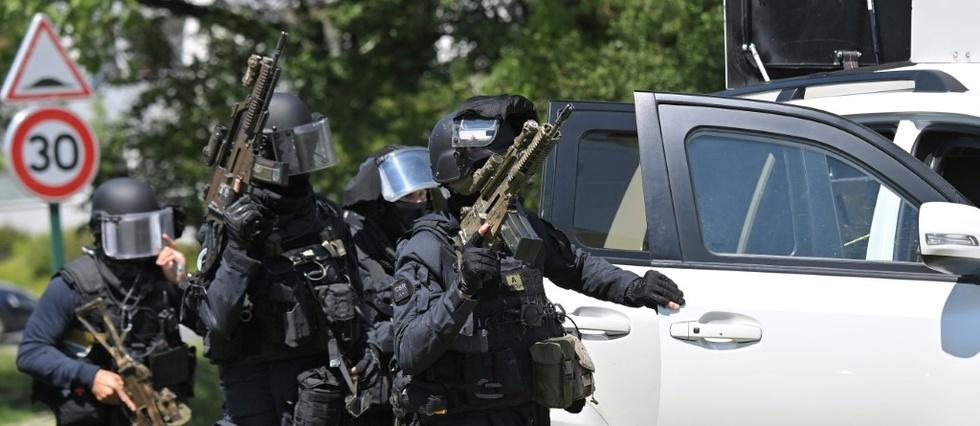 Une policiere agressee au couteau pres de Nantes, son agresseur decede