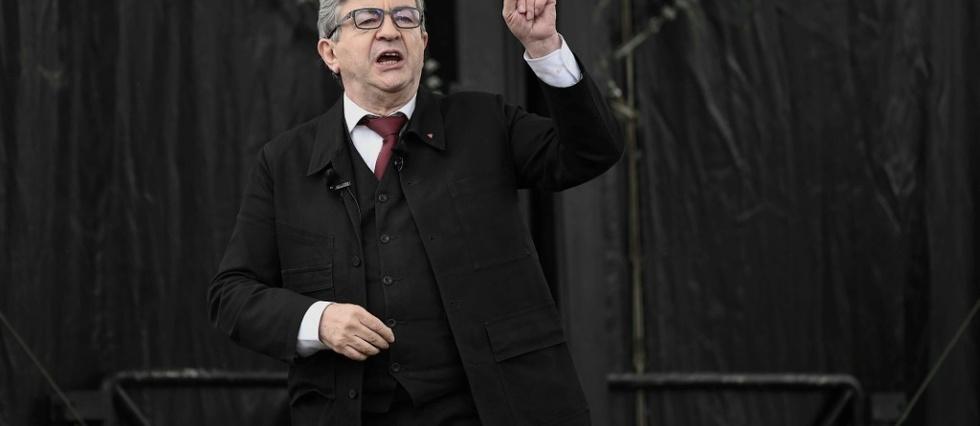 Attentats et presidentielle: Melenchon suscite l'indignation, attaque l'extreme droite