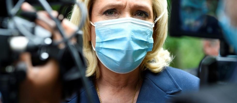 """La gifle a Macron, """"acte isole"""" produit d'une """"bouillie ideologique"""", selon Le Pen"""