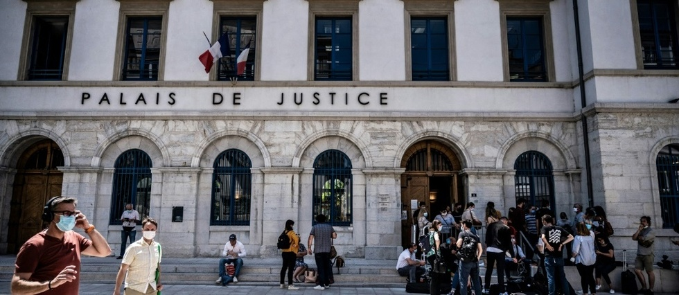 Gifle a Macron: Damien Tarel condamne a quatre mois ferme et incarcere