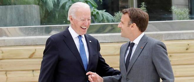 Le president americain Joe Biden et son homologue francais Emmanuel Macron au debut du G7 a Carbis Bay, en Cornouailles, le 11 juin 2021.