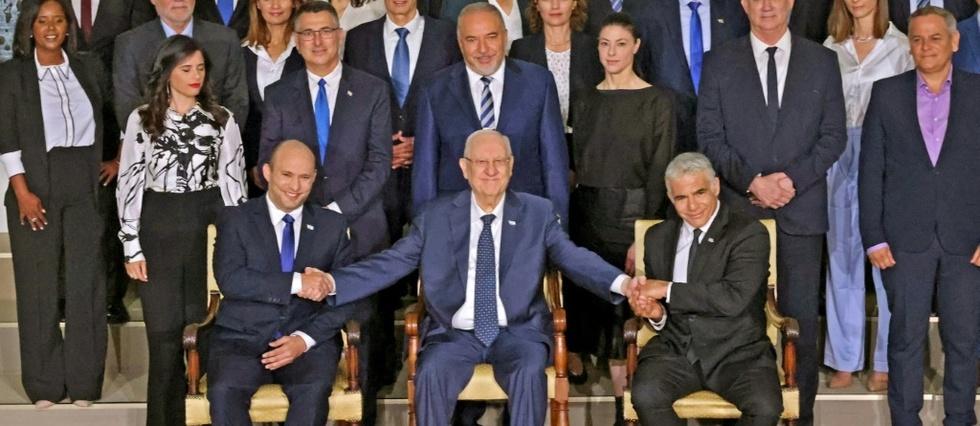 Un gouvernement entre en fonction en Israel, le premier sans Netanyahu en 12 ans