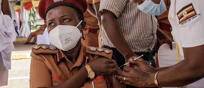 L'Ouganda avait impose l'annee derniere des mesures drastiques alors qu'il n'avait enregistre qu'une poignee de cas.