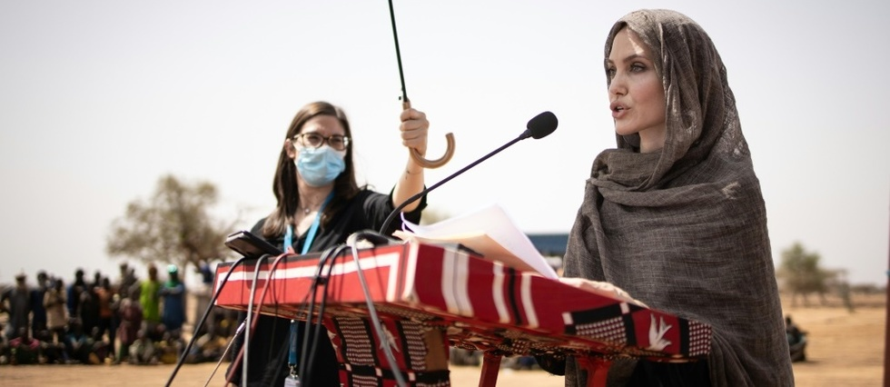 L'actrice americaine Angelina Jolie soutient des refugies maliens au Burkina