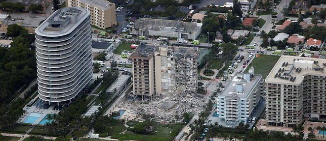 L'effondrement de toute une aile de ce complexe donnant sur l'ocean a touche environ 55 appartements.