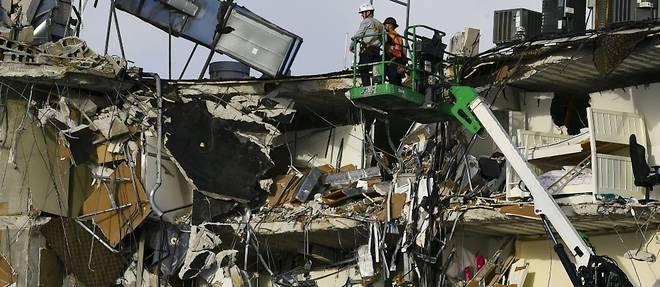 La Floride redoute le pire en fouillant les decombres d'un immeuble effondre