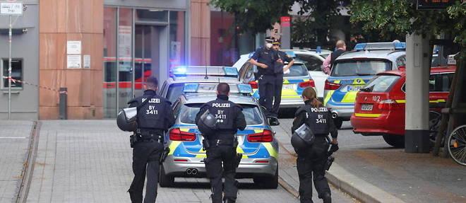 Un important deploiement policier est en cours dans le centre-ville.