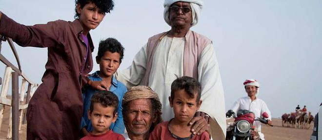 Parmi les personnes presentes a Kassala, cette famille Rashaida prend la pose.