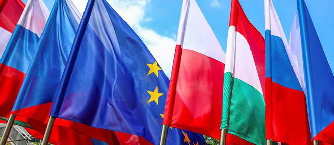 Les drapeaux de pays d'Europe centrale et celui de l'Union europeenne, le 30 juin dernier a Katowice.