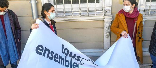 Les tensions entre Paris et Ankara se repercutent sur l'universite et les lycees francophones en Turquie.