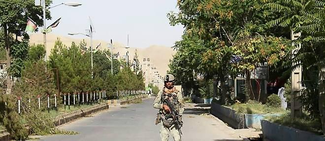 Afghanistan: des centaines de commandos dans une ville attaquee par les talibans