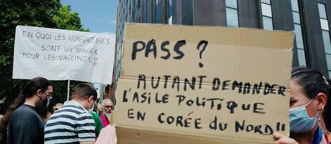 """Covid-19: """"Pour la liberte"""", des milliers de personnes dans les rues"""