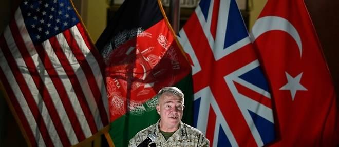 Les Etats-Unis menacent les talibans de poursuivre leurs frappes aeriennes en Afghanistan