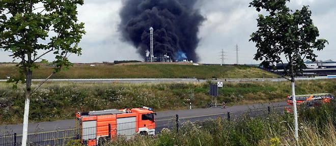 Une explosion d'origine inconnue - suivie d'un incendie localise - s'est produite aux alentours de 9 h 40 (heure locale), sur un site de traitement de dechets.