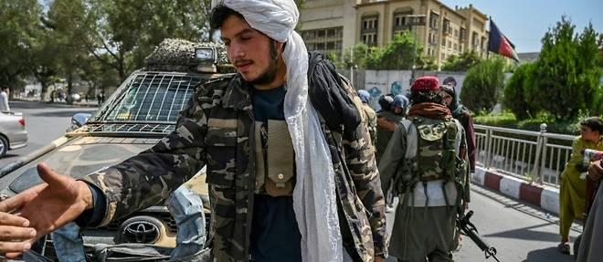 L'Afghanistan aux mains des talibans, chaos a l'aeroport de Kaboul